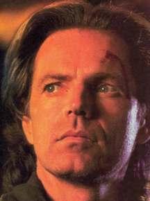 Thomas Veil (Bruce Greenwood)